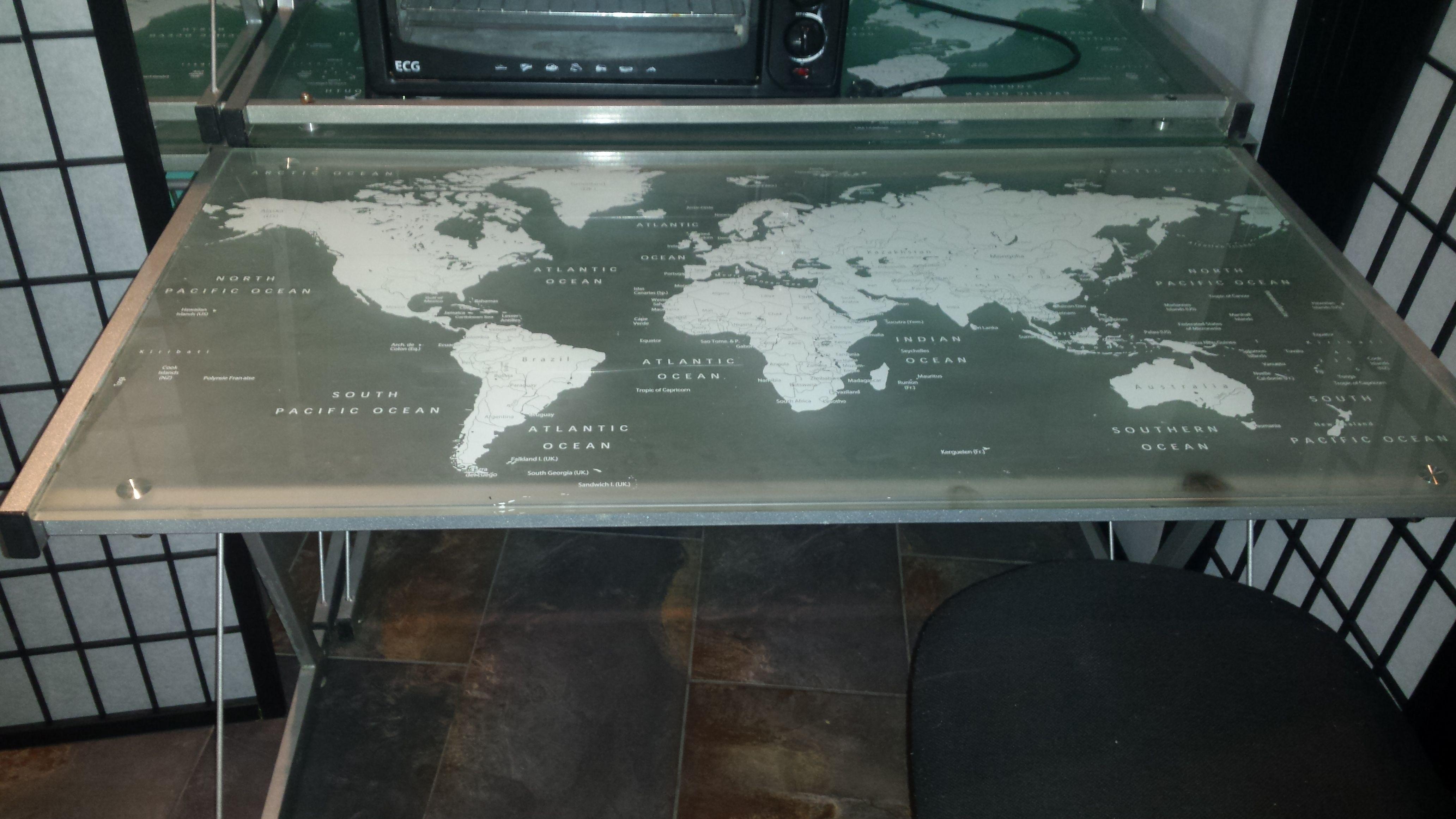 e789672e5ccd predam stoly s mapou sveta na vrchnej doske