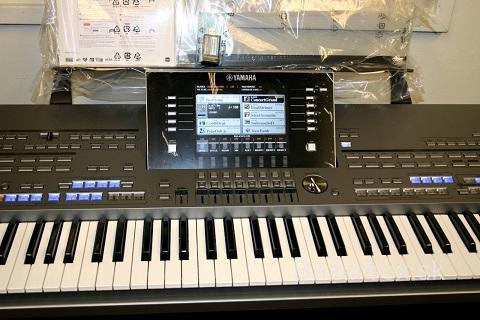Yamaha Tyros5 76-key Arranger Keyboard stav Workstation Mint, záruka